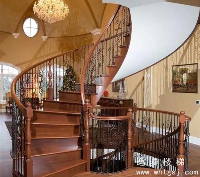 错层三步楼梯的栏杆效果图